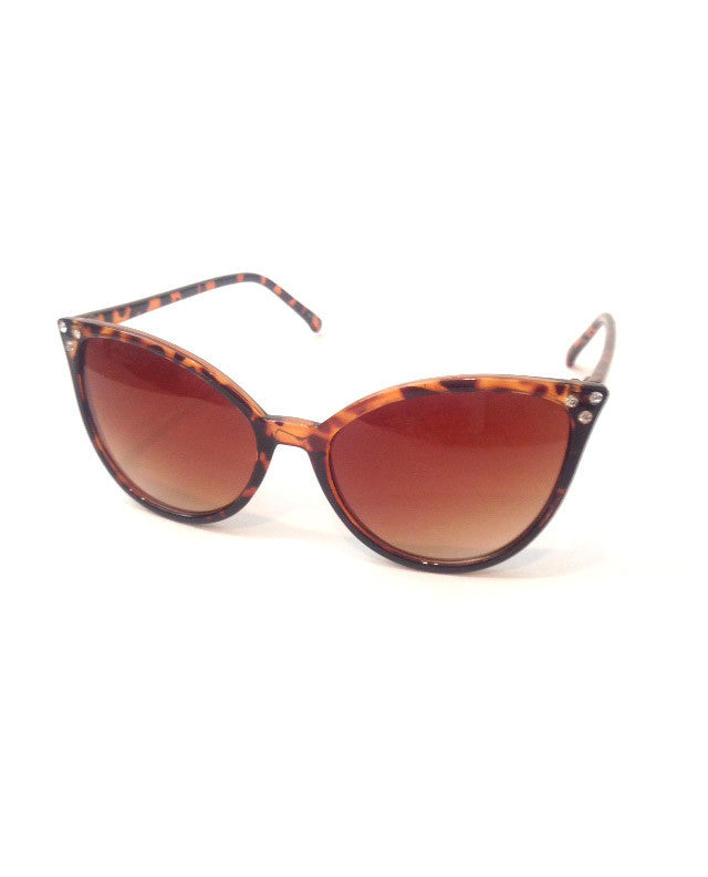 Retro Inspired Cat Eye Sunglasses in Tortoise