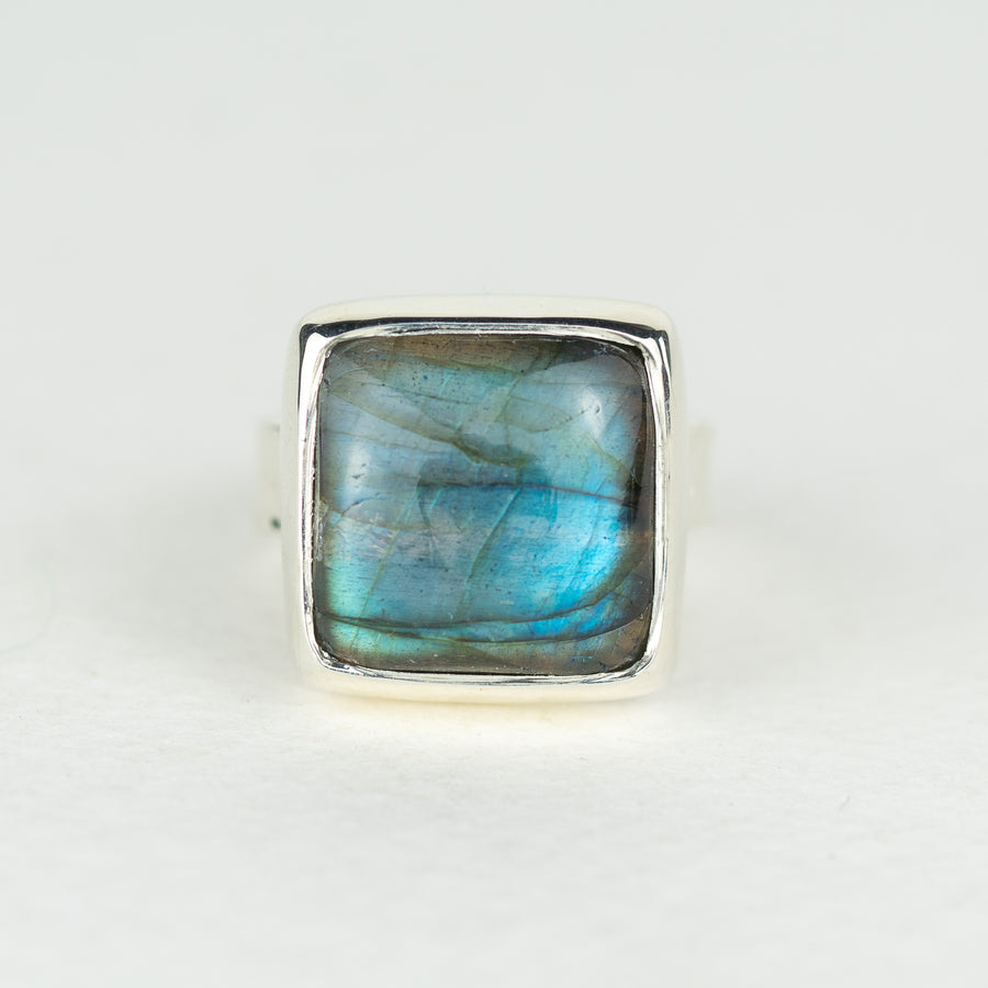 One Of A Kind Silver Oval Labradorite Ring - No.548