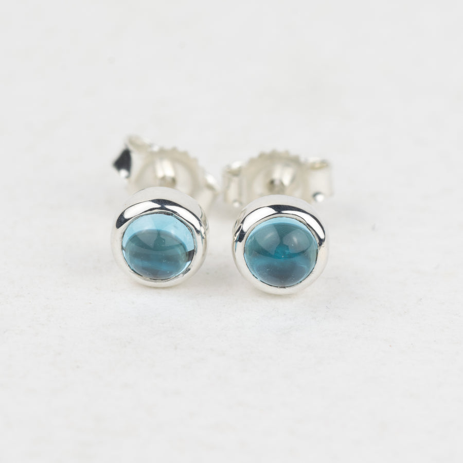 Gemstone studs 4mm - Swiss Blue Topaz
