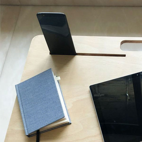 Mobile dock on the compact desk
