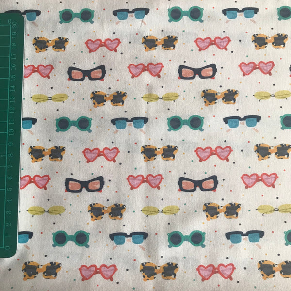 Sunglasses patterned cream retro cotton woven fabric (fat quarter)