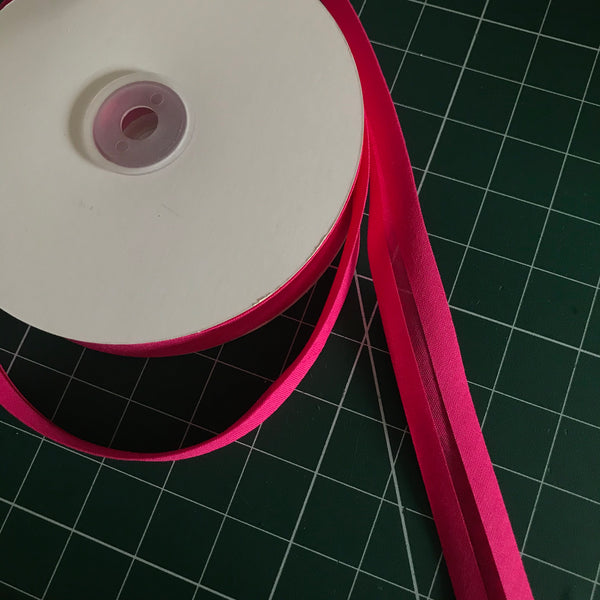 Hot pink cerise cotton single fold bias binding (20mm width) (per metre)