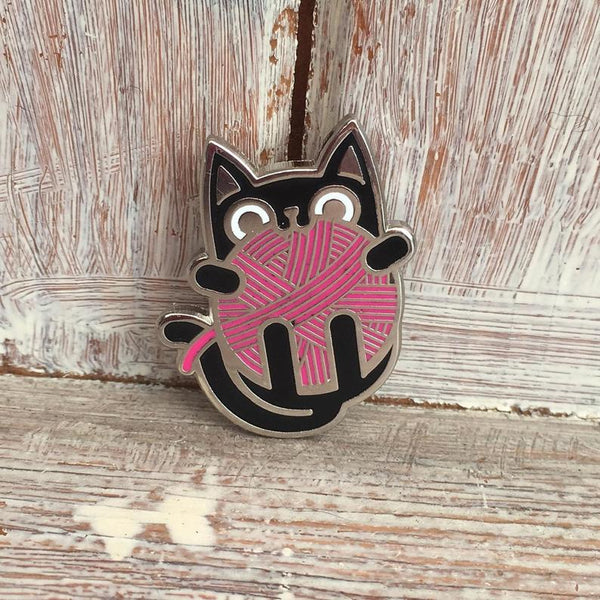 Kitten with wool enamel pin badge