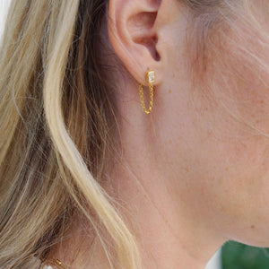 Load image into Gallery viewer, ASTRID CRYSTAL STUD CHAIN EARRING- GOLD
