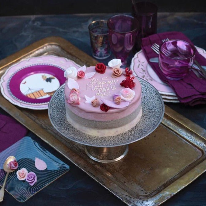 @Londonispink ice cream cake decorated with roses