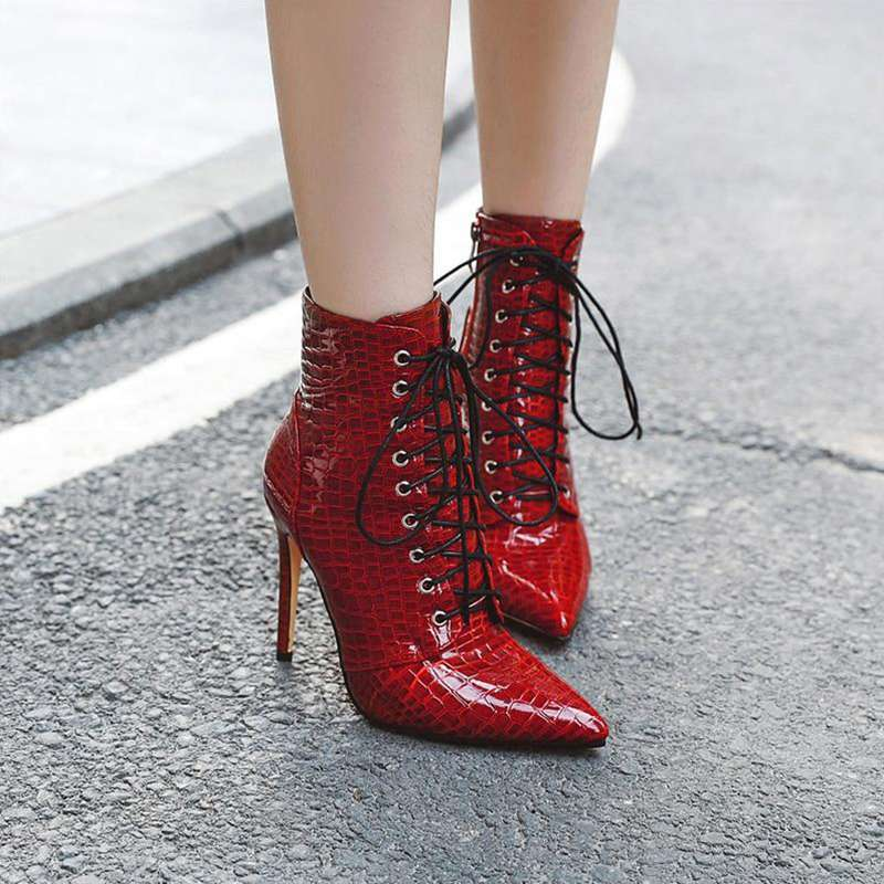 bottines à talon effet croco rouge