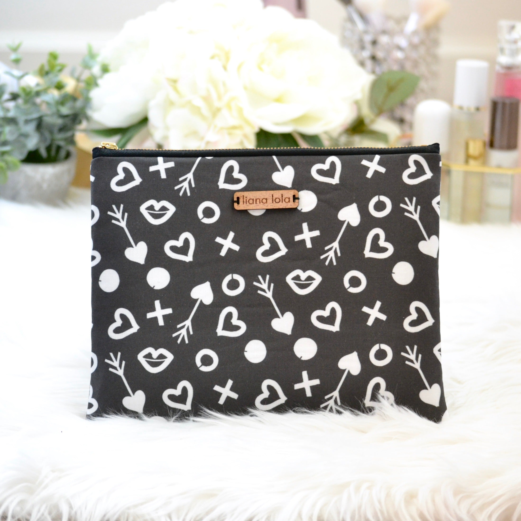 Cupid's Arrow Pouch - Black