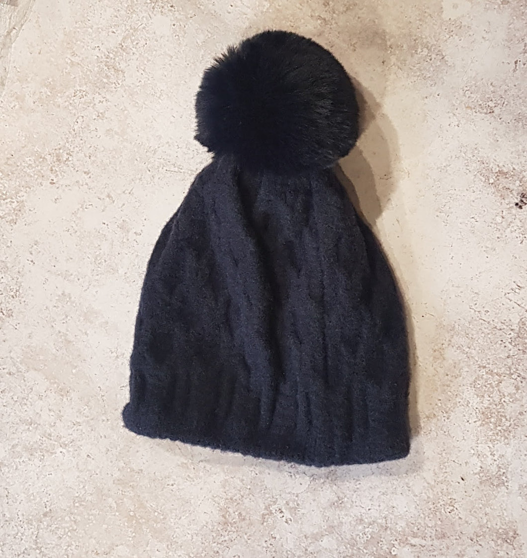 PLUSH KNITTED POMPOM HAT
