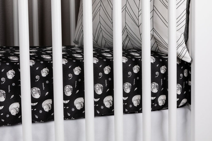 Hibernation Crib Bedding Set in Black and White