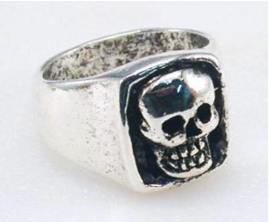 R17 Giant Skull Ring [50% Off]
