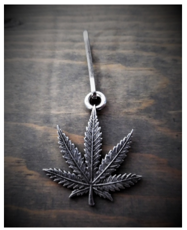 BZP-30 Bud Leaf Zipper Pull [50% Off]