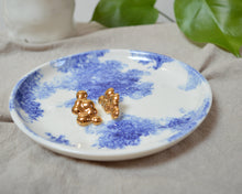 Load image into Gallery viewer, CLOUDS Ora d'Oro porcelain earrings with gold