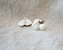 Load image into Gallery viewer, CLOUDS Raggio di Platino Medium porcelain earrings with metallic silver decor