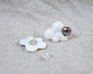 CLOUDS Raggio di Platino Small porcelain earrings with metallic silver detail