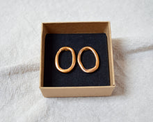Load image into Gallery viewer, LOOP Oro Saturno porcelain earrings with gold