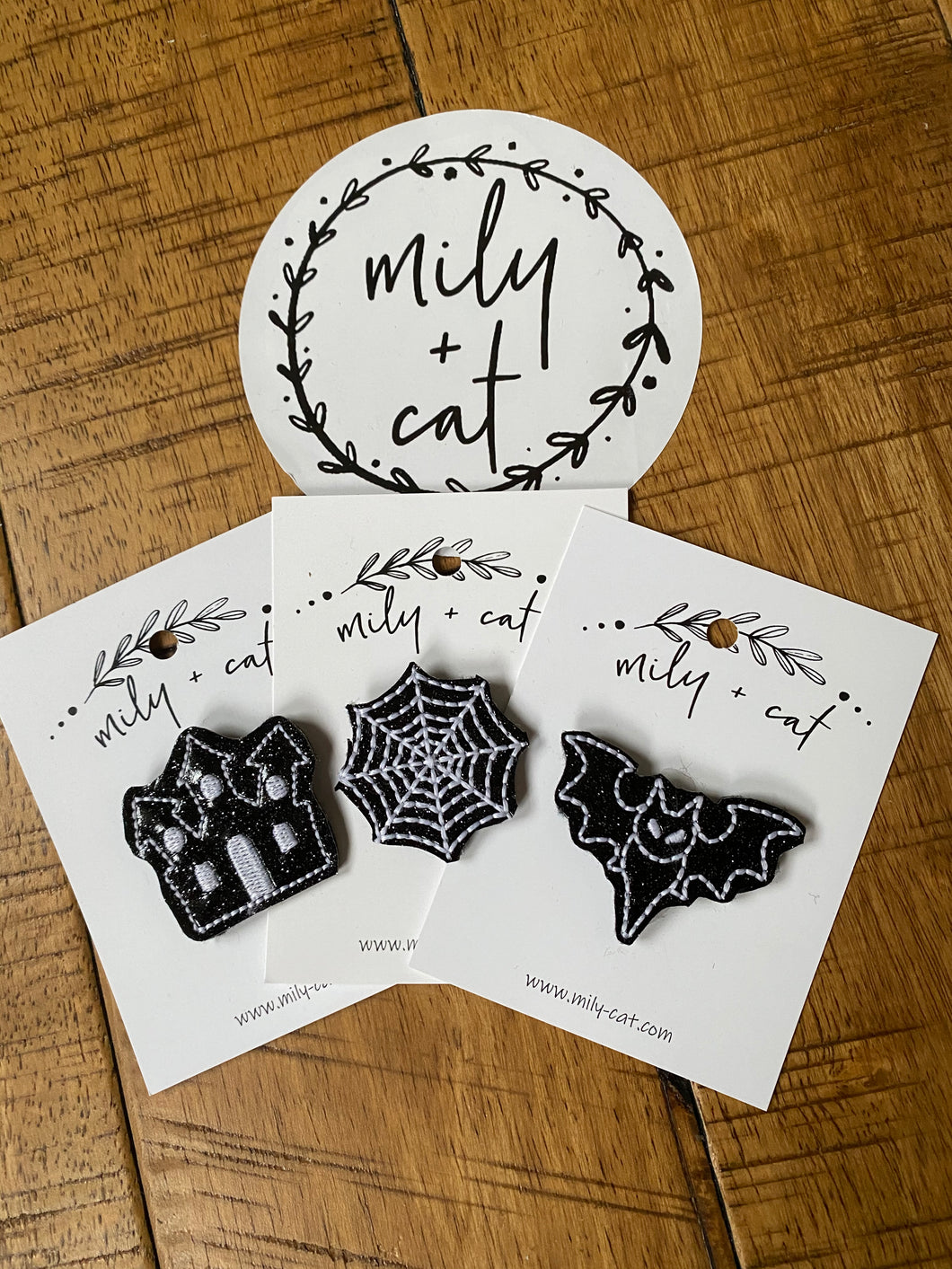 Glow in the dark Halloween Haunted House, Spider Web & Bat Badge Buddies