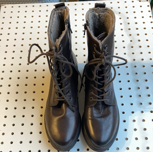 Clarks lace up boots size uk 7.5