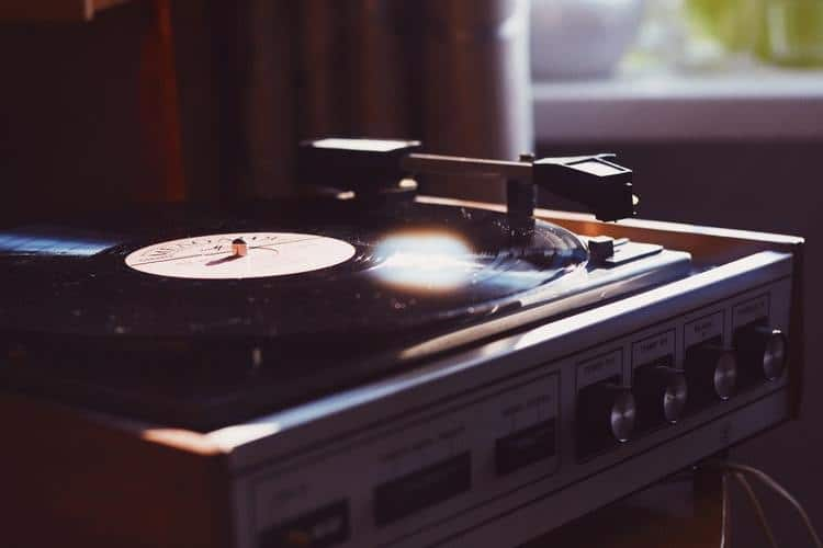 Why Do People Prefer Vinyl Music to Digital Music?
