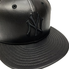 "Load image into Gallery viewer, New York Yankees New Era Leather Fitted Cap ""Black"""