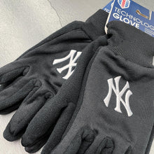 Load image into Gallery viewer, New York Yankees Technology Glove by WinCraft