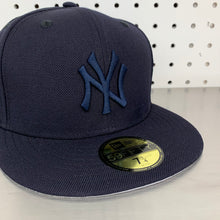 "Load image into Gallery viewer, New York Yankees New Era 59FIFTY Fitted Cap ""All Navy"""