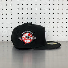 "Load image into Gallery viewer, New York Yankees New Era 59FIFTY Fitted Cap ""Apple- Black"""