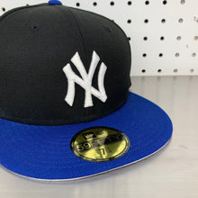 "Load image into Gallery viewer, New York Yankees New Era 59FIFTY Fitted Cap ""Black x Blue"""