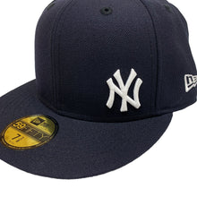 "Load image into Gallery viewer, New York Yankees 59FIFTY Fitted Cap ""Mini Logo"""