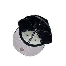 "Load image into Gallery viewer, New York Yankees New Era 9FIFTY Snapback ""THE BRONX"""