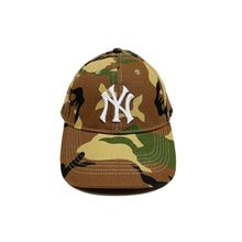 Load image into Gallery viewer, New York Yankees x Budweiser Vintage Camo Cap
