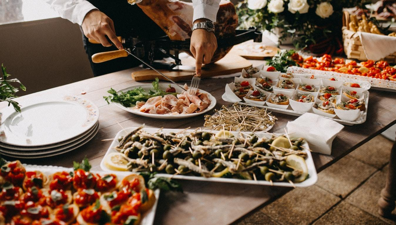 7 Unique Catering Ideas for Your Wedding Reception