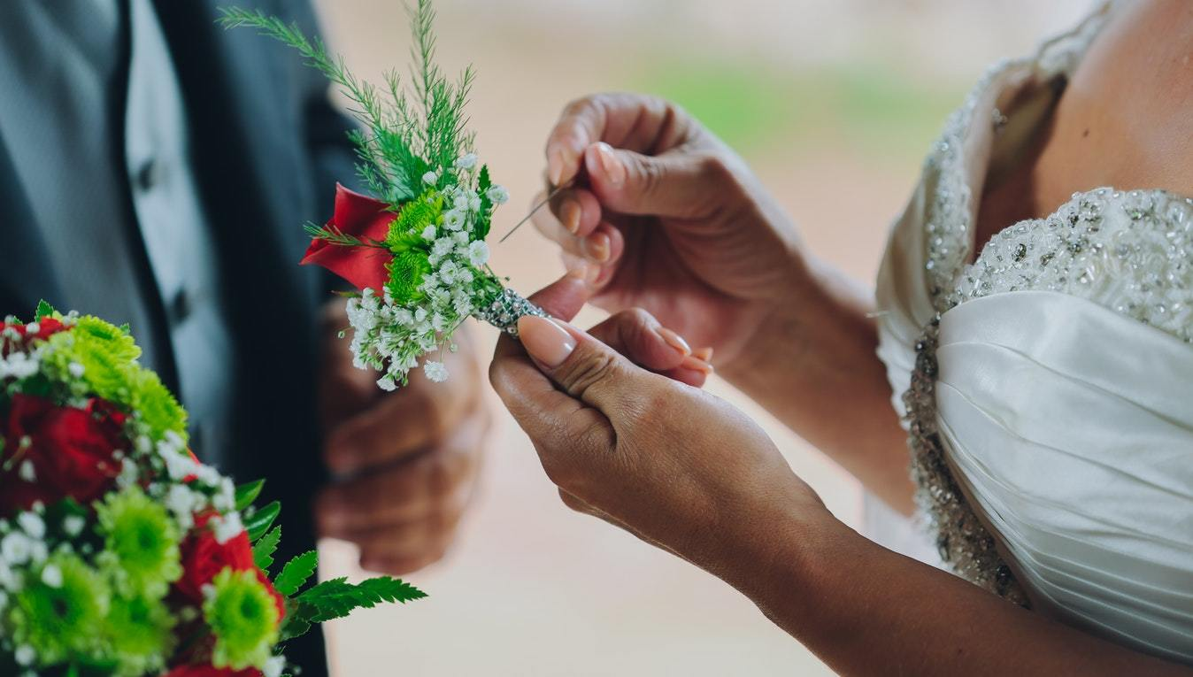 Bride's Guide: Maintenance Tasks to Manage Before a Home Wedding