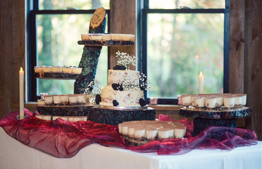 wood slices cake table