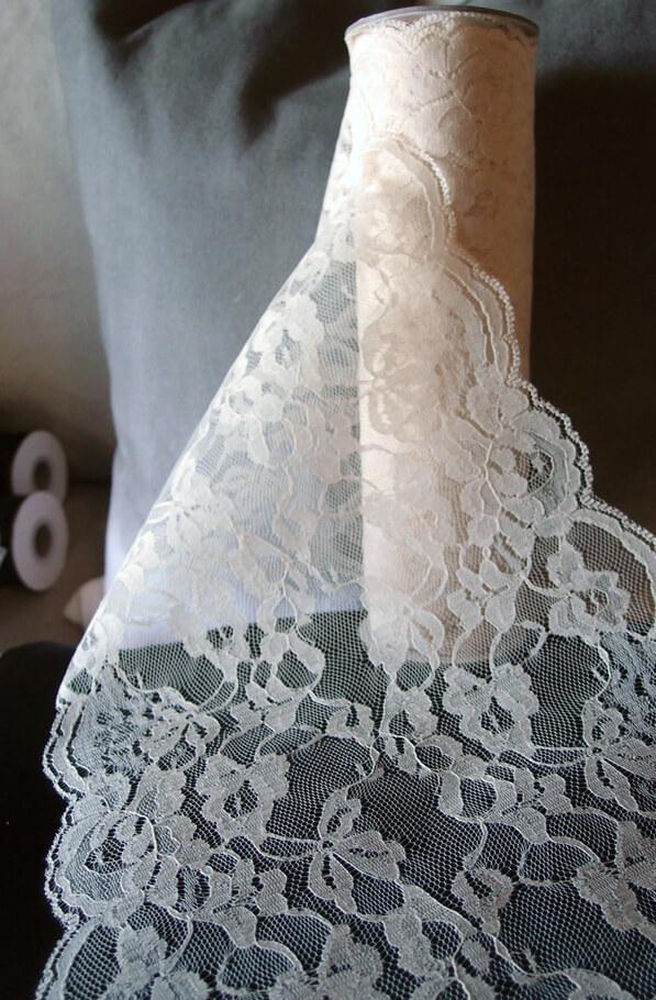 Ivory Chantilly Lace Runner 14in x 10yds