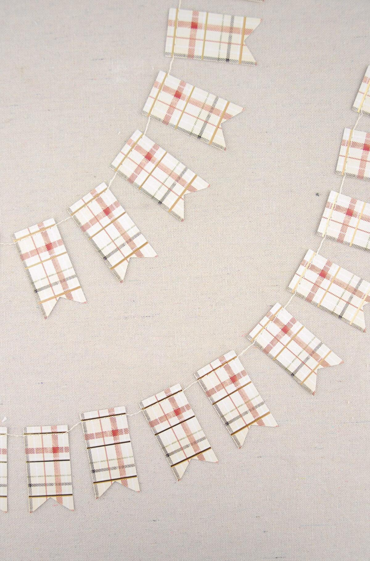 mini swallowtail plaid paper banner plaid 8