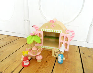 Teapot Dolls House made by Bass et Bass