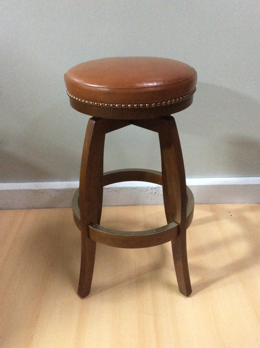 Backless Bar Stool | Wood 360 swivel | Trovati Studio