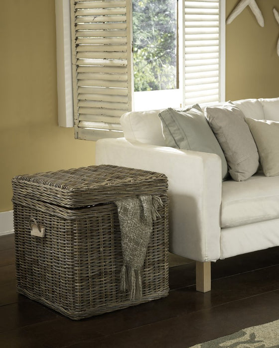 Padma's Plantation End Table Trunk Kabu - Trovati