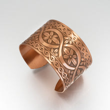 Load image into Gallery viewer, Solid Copper Cuff - Flower Design - UrbanroseNYC