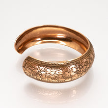 Load image into Gallery viewer, Solid Copper Domed Cuff - Flower Design - UrbanroseNYC