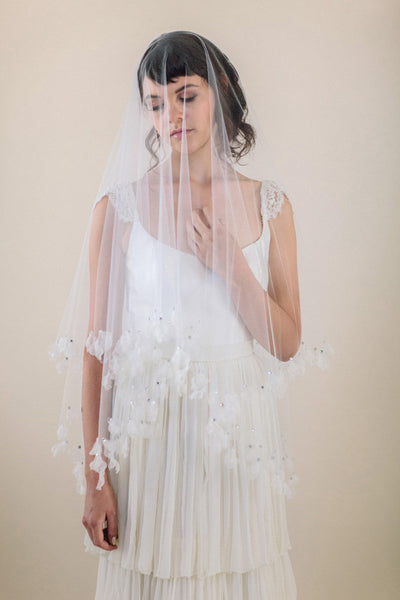 Petal Edged Square Veil #707V