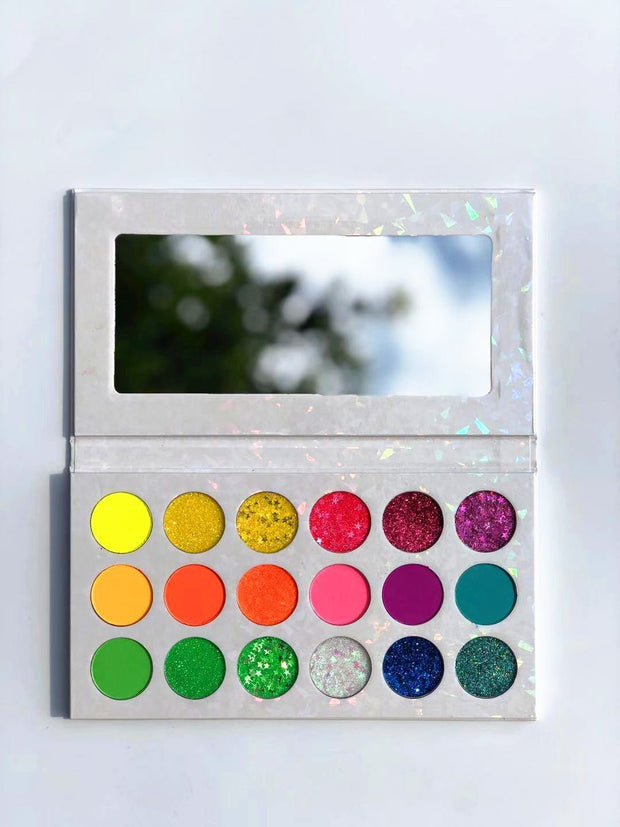 18 Colors White Eyeshadow Palette - showemakeup