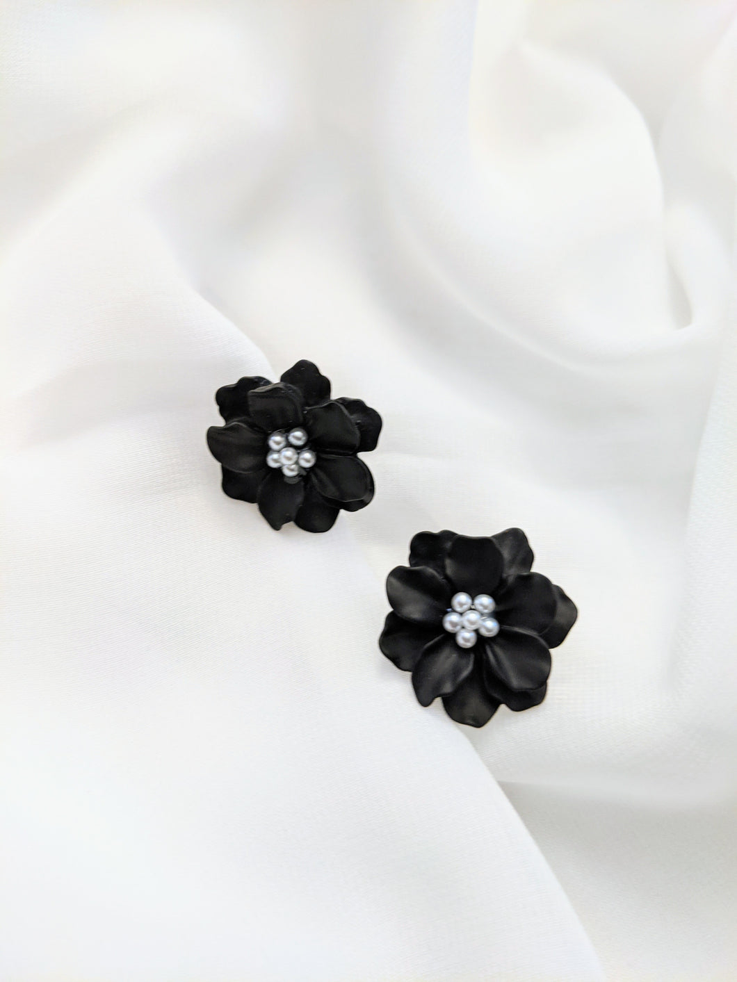 Black Widow Flower Stud