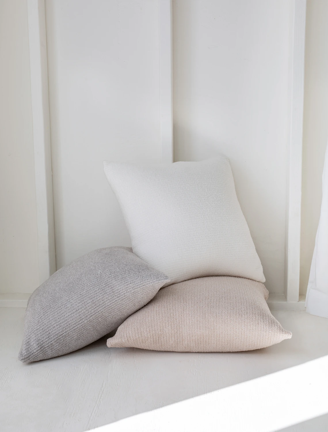 Barefoot Dreams - CozyChic Lite® Ribbed Pillow & Insert - White Pearl