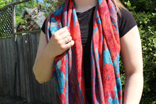 Load image into Gallery viewer, Woven Floral Scarf