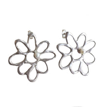 Load image into Gallery viewer, Small Daisy Earrings with Pearls