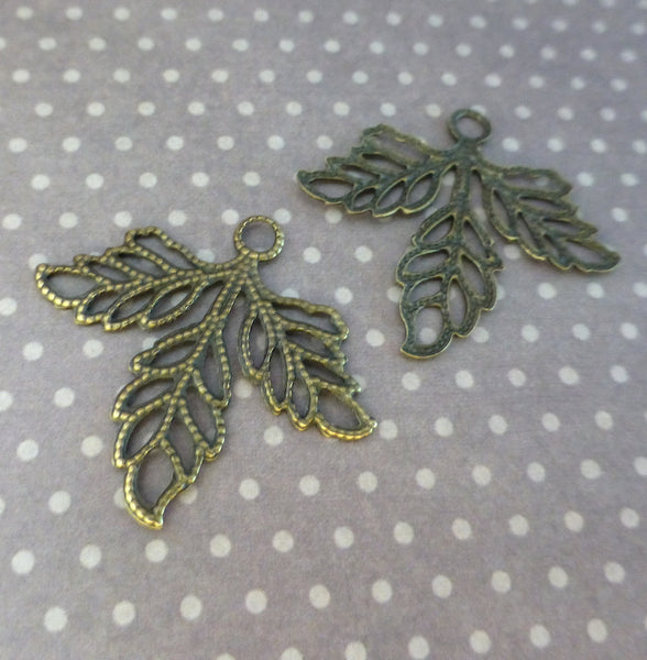 Pack of 20 - Antique Bronze Leaf Filigree