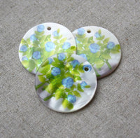 Shell Round Pendant with Blue Flowers Pack of 6