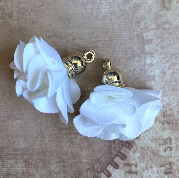 White Flower Tassel Pendants Gold Plated Pack of 5