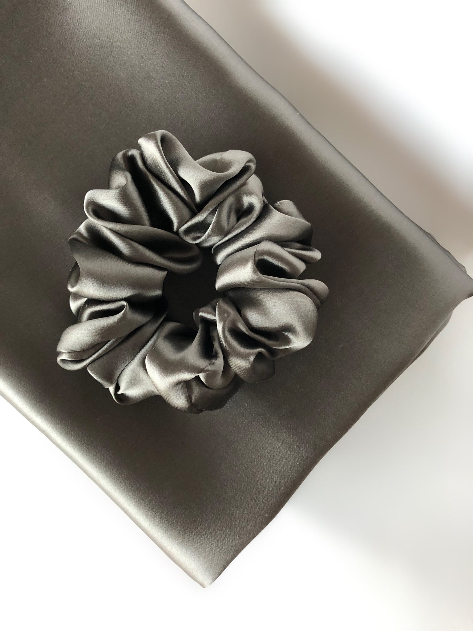 Fog Grey - Beauty Silk Pillowcase and Hair Scrunchie